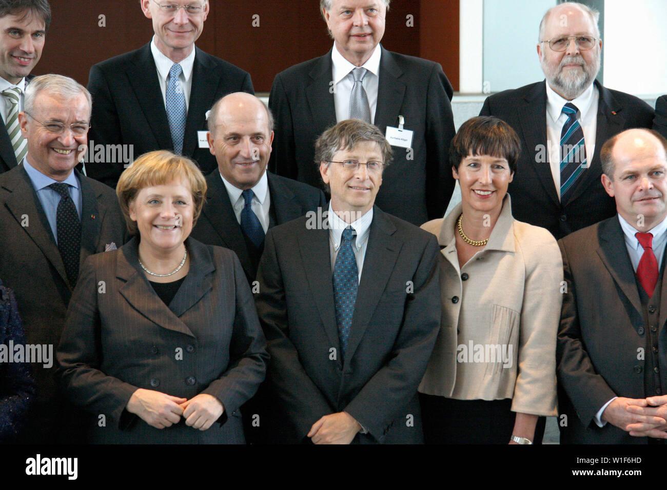 Bill Gates, BKin Angela Merkel u.a. - Gespraech des Microsoft-Gruenders mit der Bundeskanzlerin und Vertretern grosser deutscher Stiftungen, 23. Janua - Stock Image