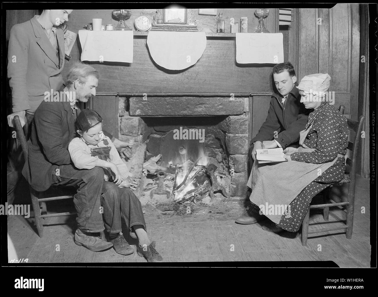 Oscar Cloud and family, living in the Norris townsite area. Cloud has been a quarryman and farmer. His oldest son is with the CCC. The other will likely have a job with the TVA. - Stock Image
