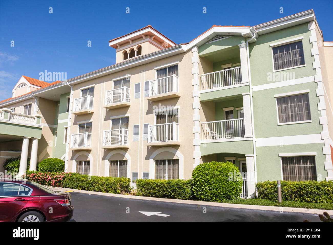 Naples Florida Hilton DoubleTree Guest Suites chain business hotel motel lodging three-story building exterior balcony - Stock Image