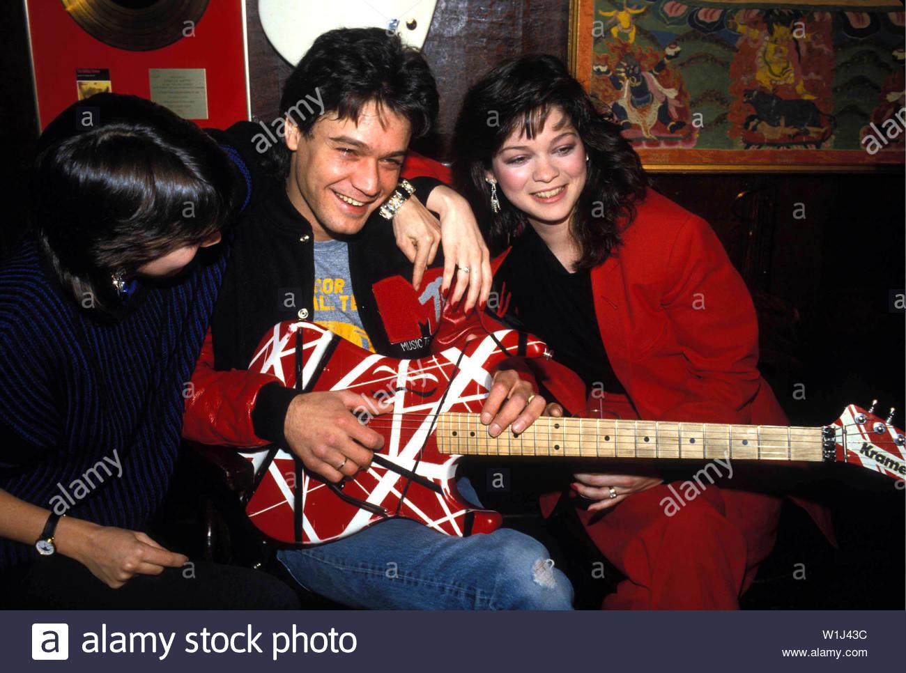 Valerie Bertinelli And Eddie Van Halen In 1985 Credit 3773528globe Photos Mediapunch Stock Photo Alamy