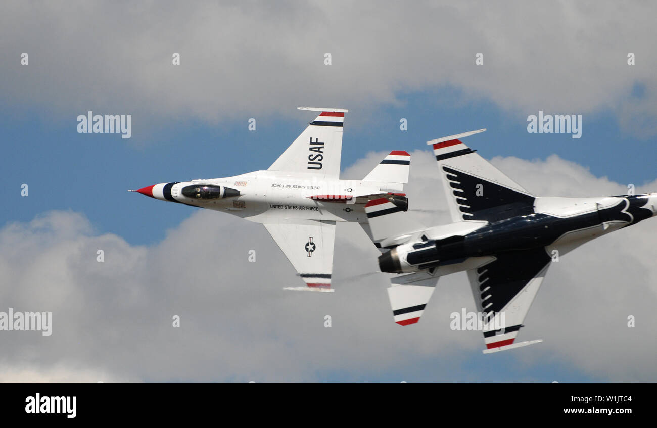 The lead and opposing solo fly within feet of each other in a high speed, head-on pass as the Air Force Thunderbirds F-16s perform at the 2009 Air Sho - Stock Image