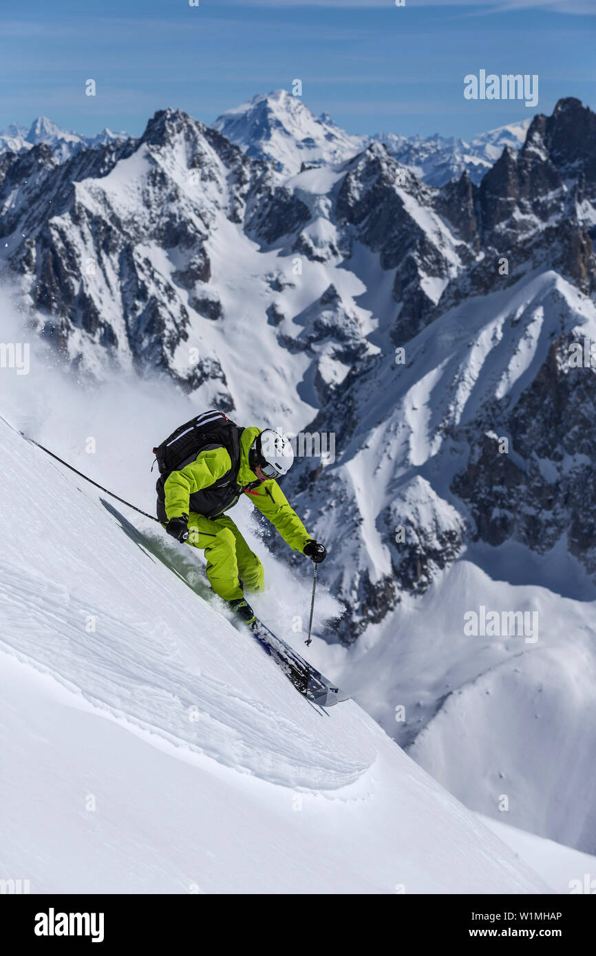 Skier skiing in Vallee Blanche, Aiguille du Midi 3842 m, Chamonix, France - Stock Image