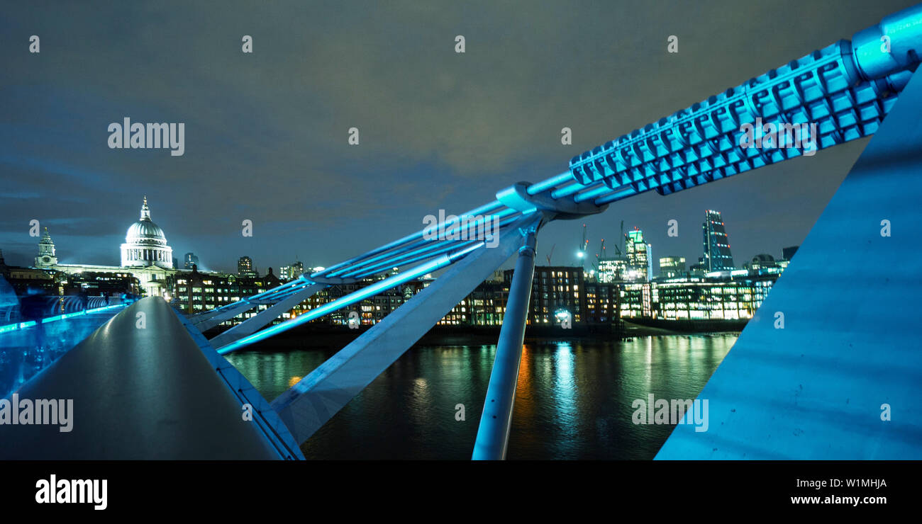 Millenium Bridge, St. Paul´s Cathedral, River Thames, London, UK - Stock Image