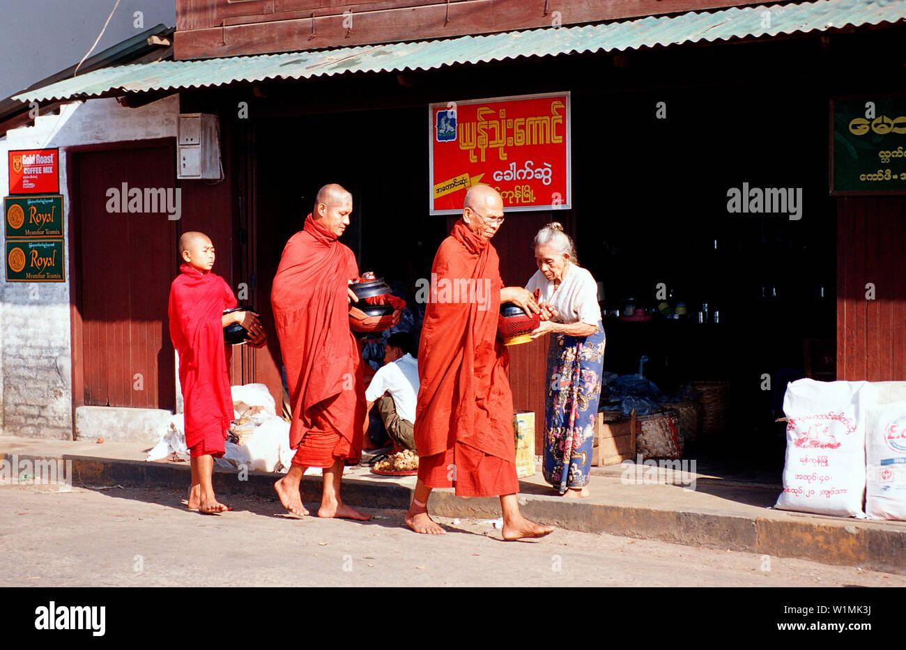 Buddhistische Moenche, Buddhist monks - Stock Image