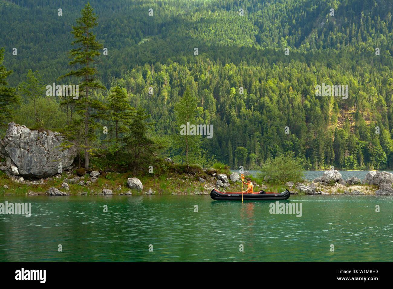 Canoe at Eibsee, near Garmisch-Partenkirchen, Werdenfels region, Bavaria, Germany - Stock Image