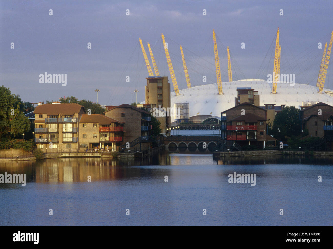 Millennium Dome mit Siedlung in, Docklands, London England - Stock Image