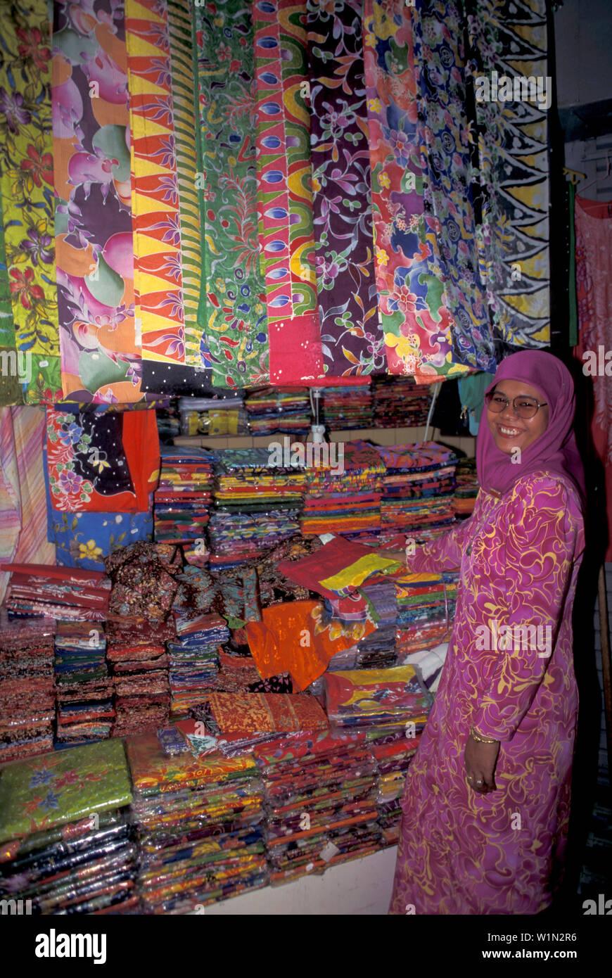 Laughing woman and colorful cloths, Kota Bharu, Batik, East coast, Malaysia, Asia - Stock Image