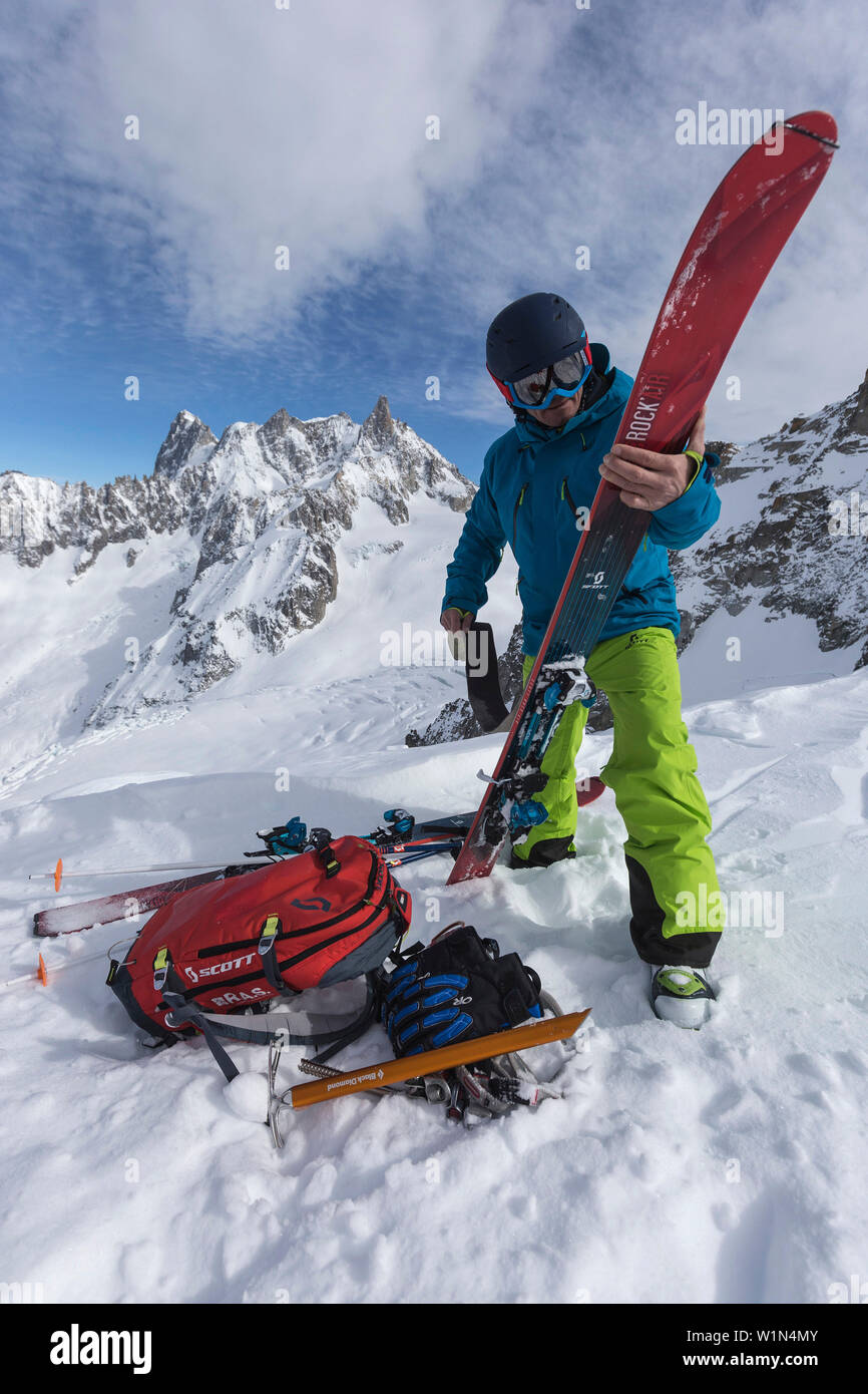 Crosscountry to Vallee Blanche with Grandes Jorasses 4208 m, Aiguille du Midi 3842 m, Chamonix, France - Stock Image