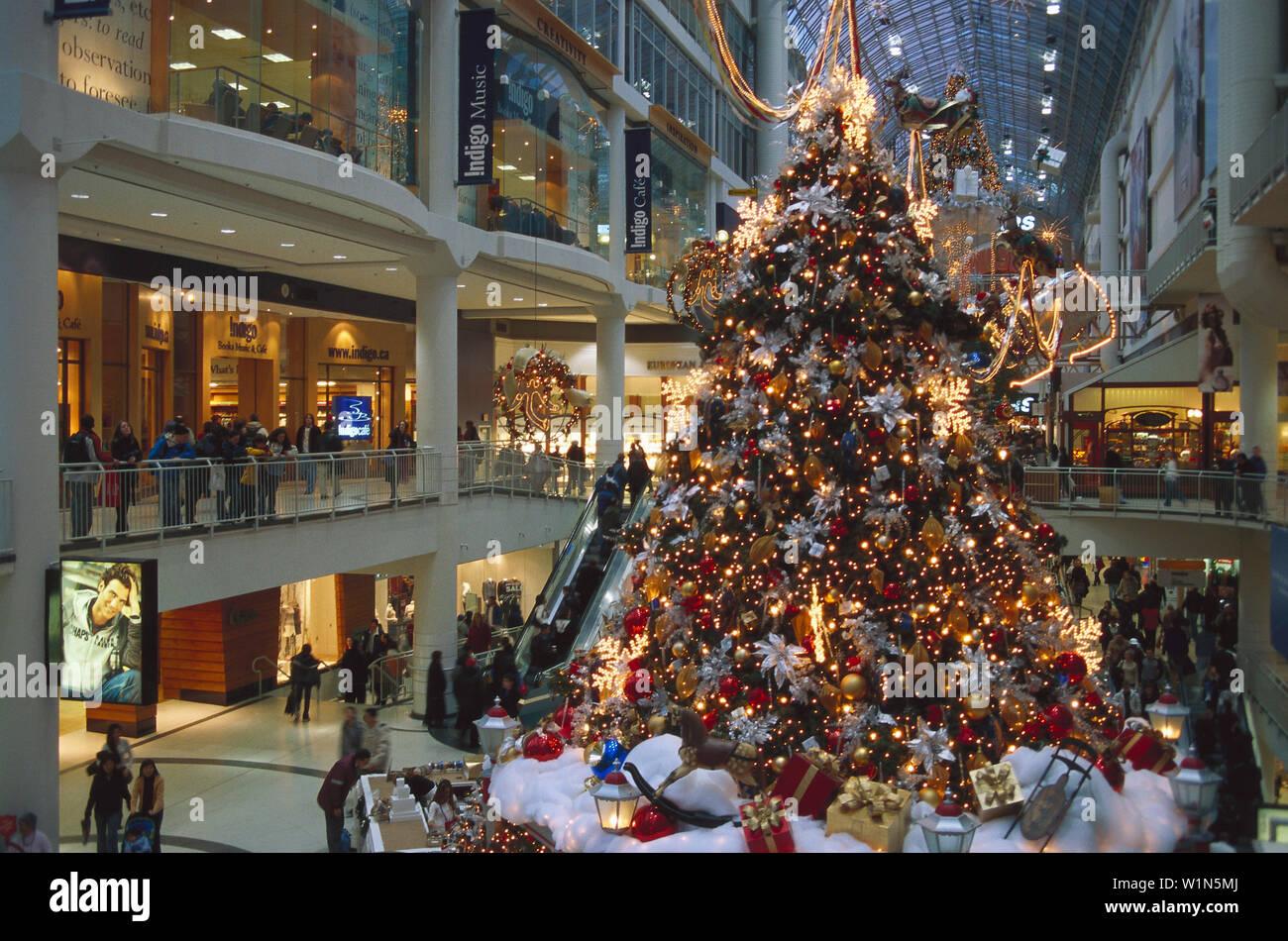 Christmas In Toronto Canada.Christmas Shopping Eaton Centre Toronto Canada Stock Photo