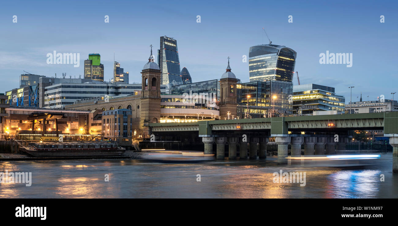 City of London. Financial district office buildings in the City of London, River Thames at Twilight - Stock Image