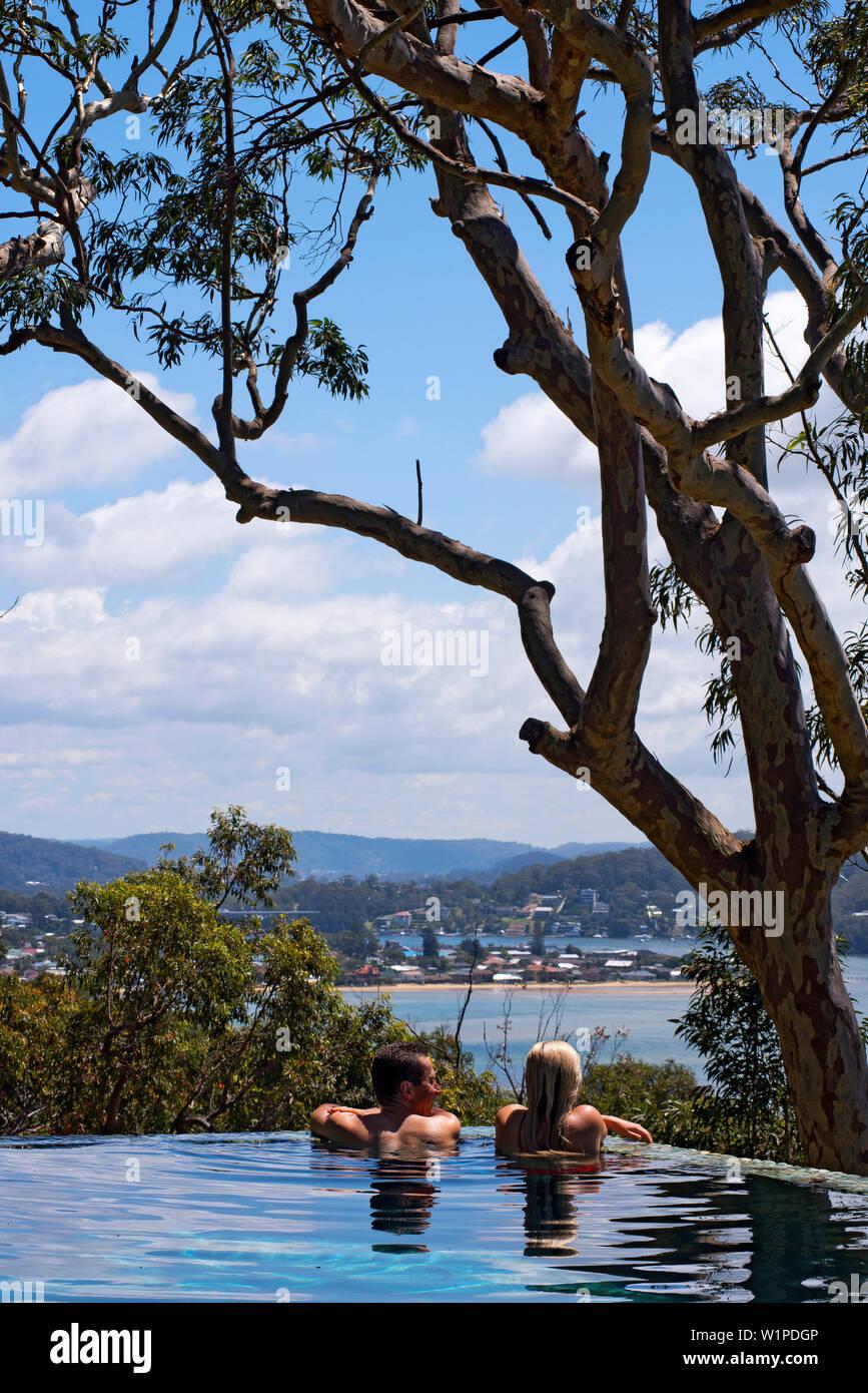 The ininity pool of Pretty Beach House has tremendous views Stock Photo