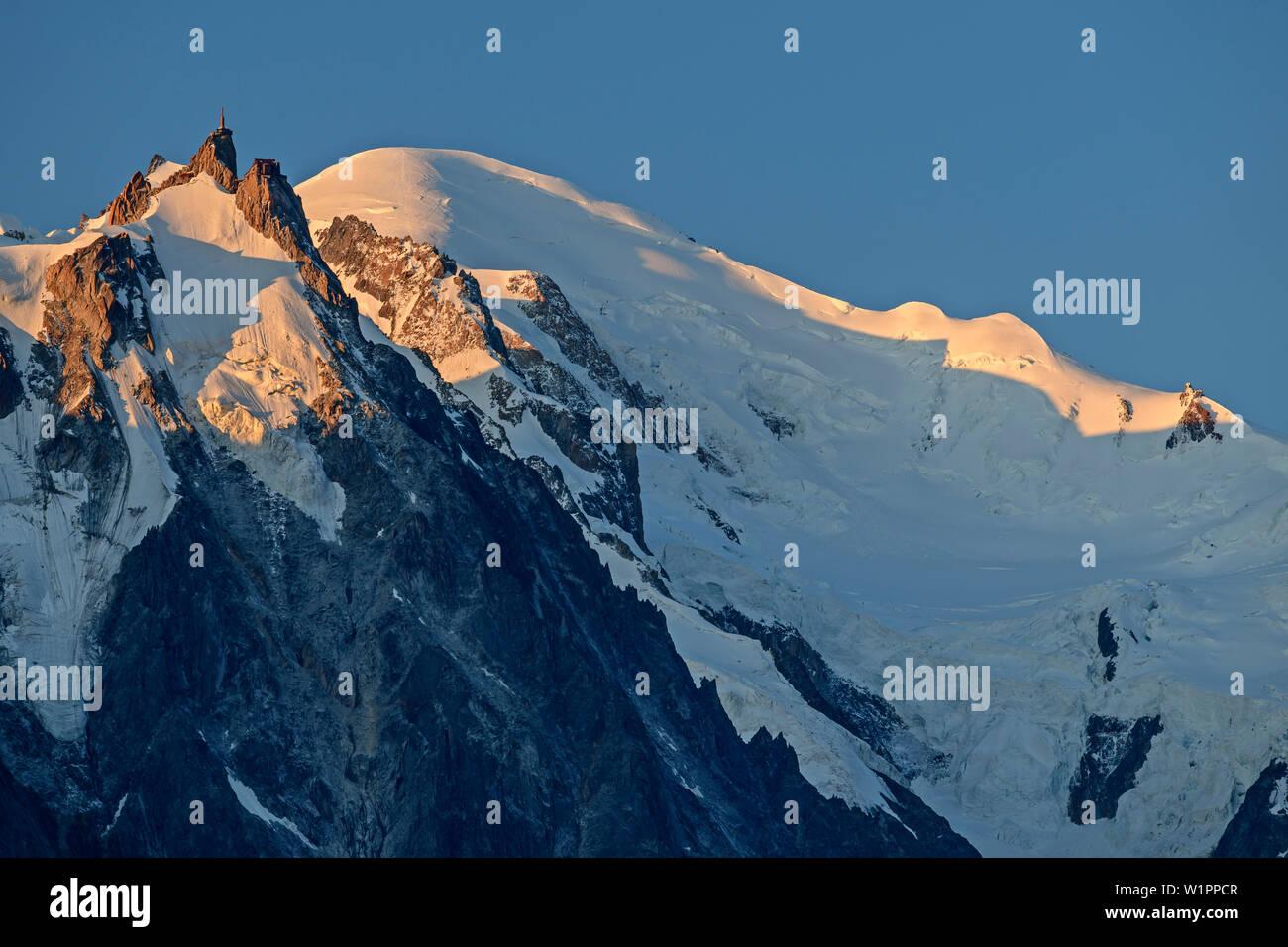The Aiguille du Midi and Mont Blanc, Mont Blanc, Grajische Alps, the Savoy Alps, Savoie, France - Stock Image