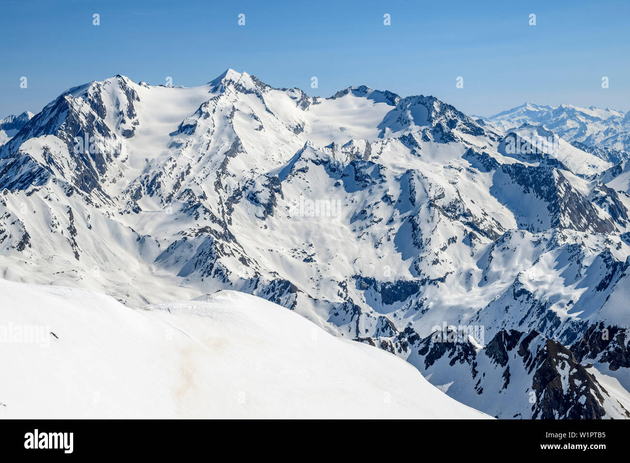 Snow-covered mountains and glaciers with Hohferner and Hochfeiler, from Wilde Kreuzspitze, valley of Pfitschtal, Zillertal Alps, South Tyrol, Italy Stock Photo