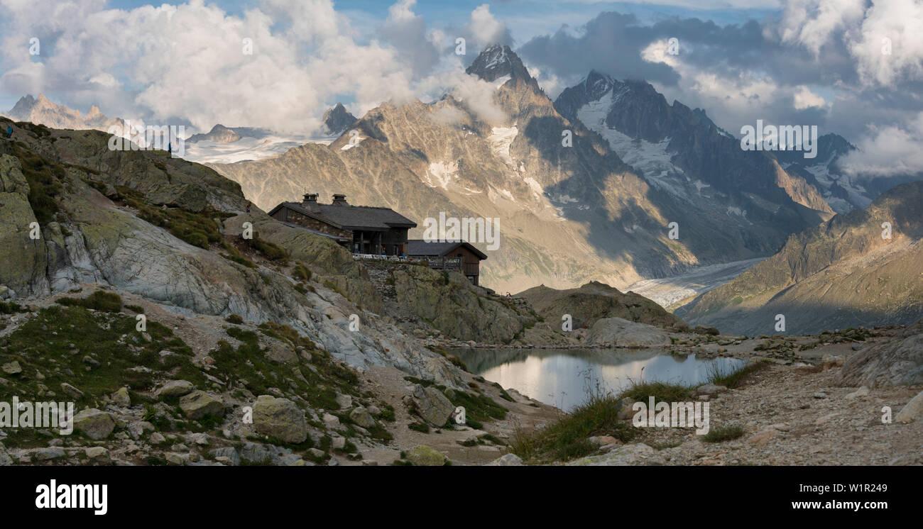 Lac Blanc, Refuge du Lac Blanc, Aiguille du Chardonnet, Haute-Savoie, Frankreich - Stock Image