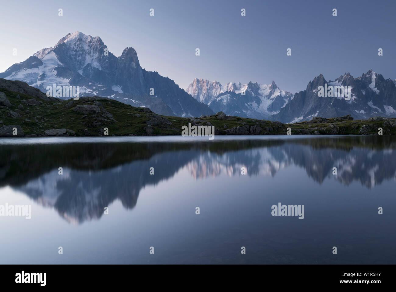 Lac de Cheserys, Aiguille Verte, Grandes Jorasses, Aiguille du Grépon, Aiguille du Plan, Haute-Savoie, France - Stock Image