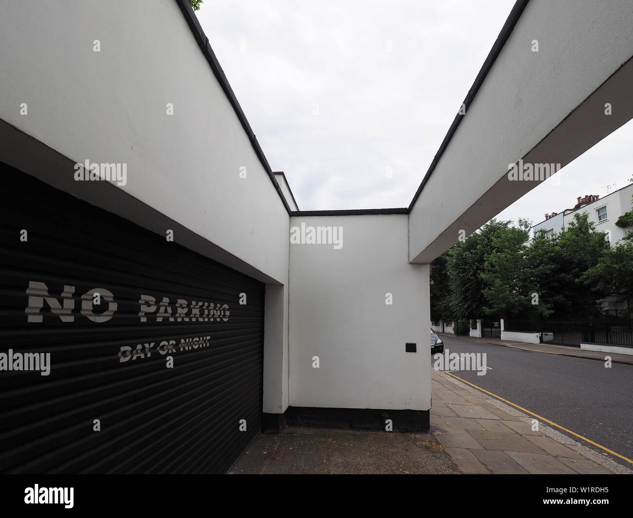 LONDON, UK - CIRCA JUNE 2019: Cohen House in Old Church Street Chelsea designed in 1935 by Erich Mendelsohn and Serge Chermayeff - Stock Image
