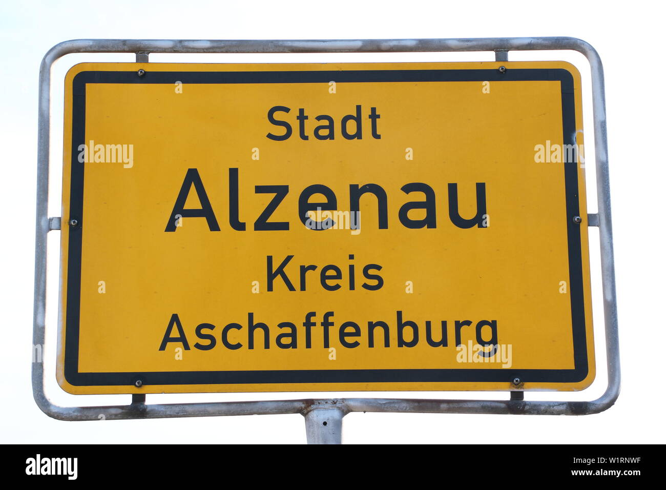 Namensschild der Stadt Alzenau in Bayern Stock Photo
