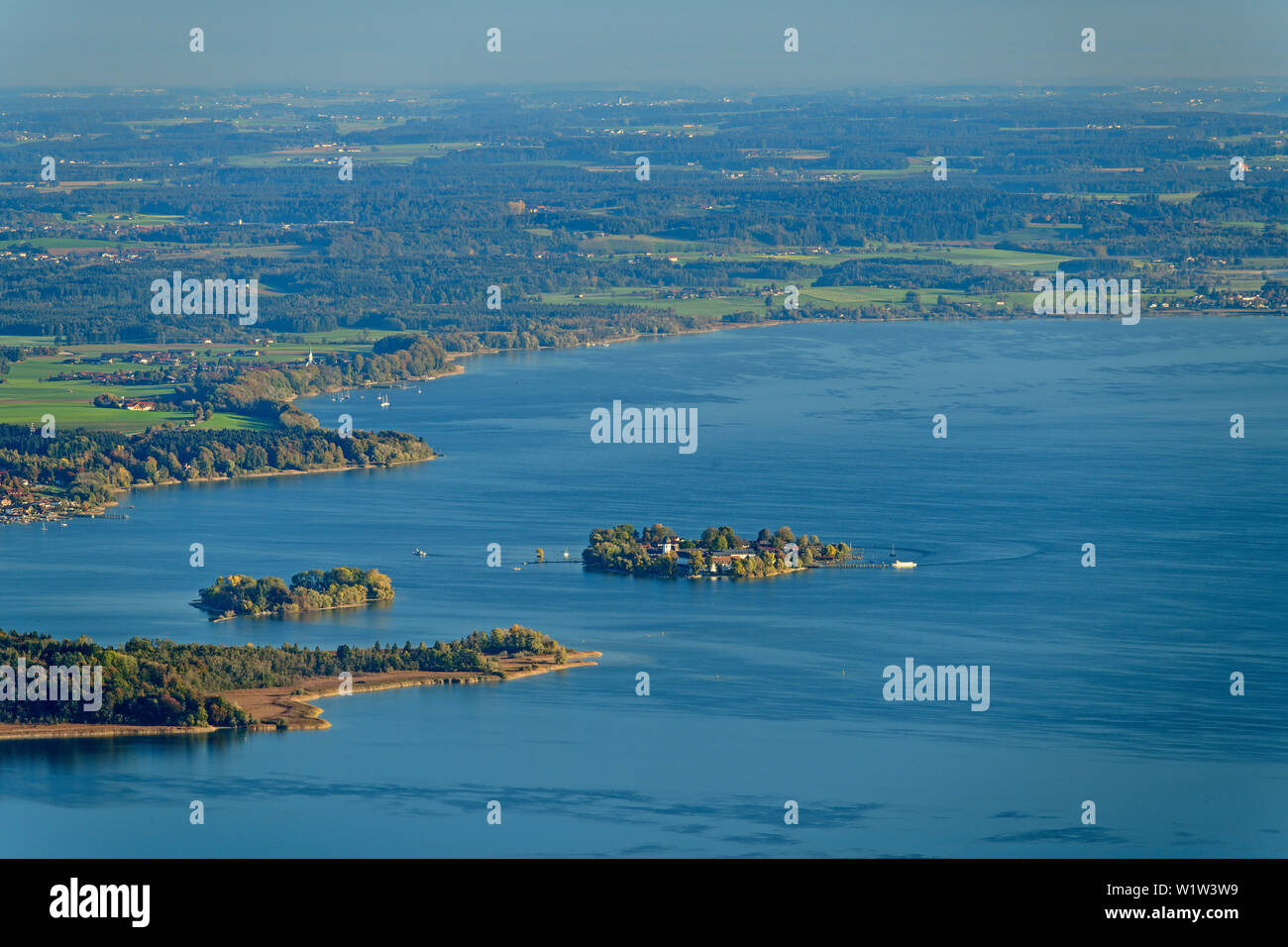 Lake Chiemsee with islands of Herreninsel, Krautinsel and Fraueninsel, from Gedererwand, Kampenwand, Chiemgau Alps, Chiemgau, Upper Bavaria, Bavaria, - Stock Image