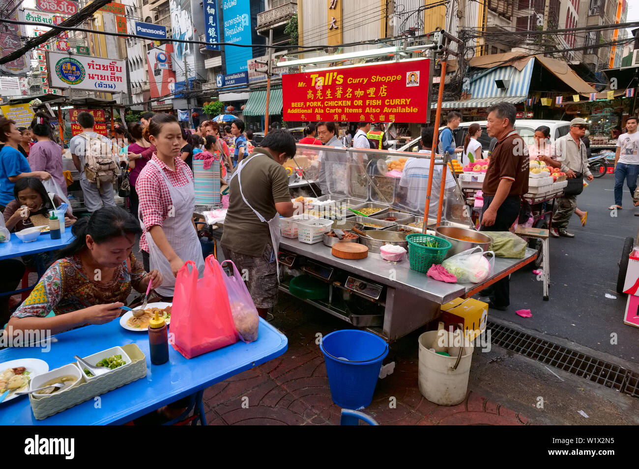 Food Stalls In Busy Old Market Or Talad Gao Area At Yaowarat Road Chinatown Bangkok Thailand Doing Brisk Early Evening Business Stock Photo Alamy