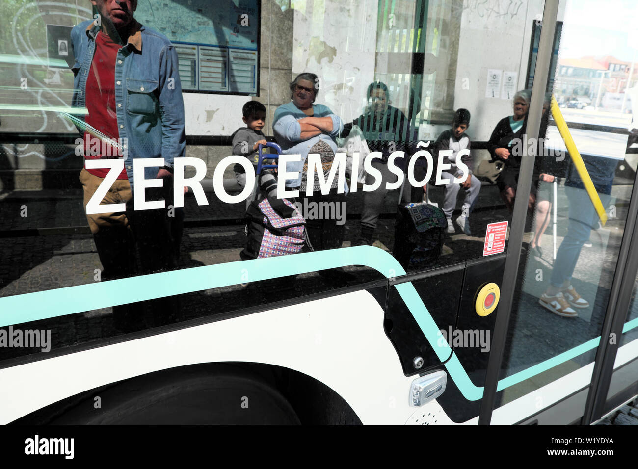 Zero emissions emissoes 100% electric eletrico sign on the side of a bus in the city of Porto Oporto Portugal Europe  KATHY DEWITT Stock Photo