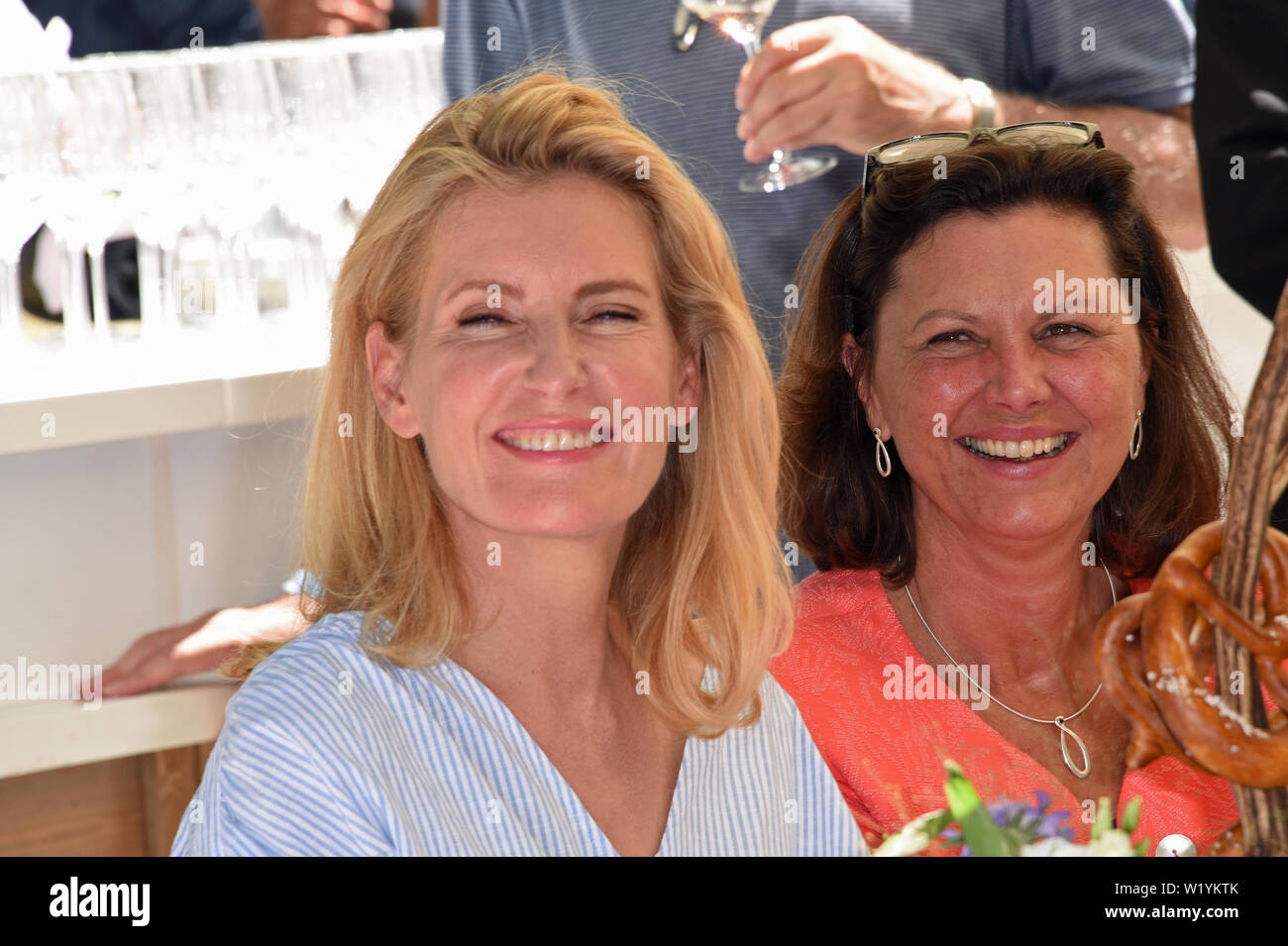 feinste Stoffe Einkaufen 100% Zufriedenheit Munich, Germany. 04th July, 2019. The actress Maria ...