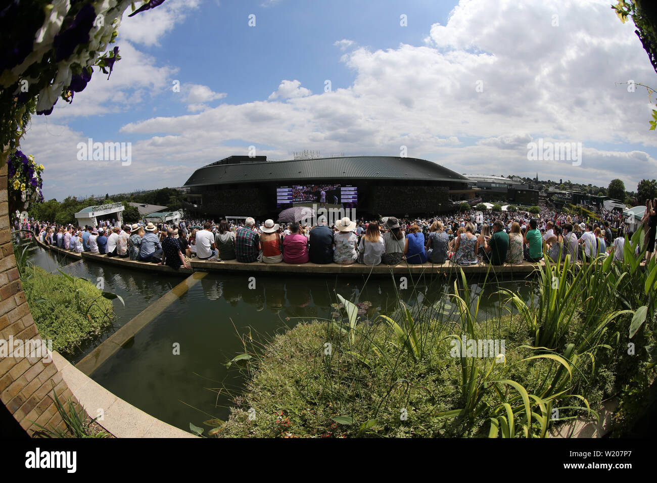 London, UK. 3rd July, 2019. A general view of spectators watching the big screen on the hill. Credit: Andrew Patron/ZUMA Wire/Alamy Live News Stock Photo