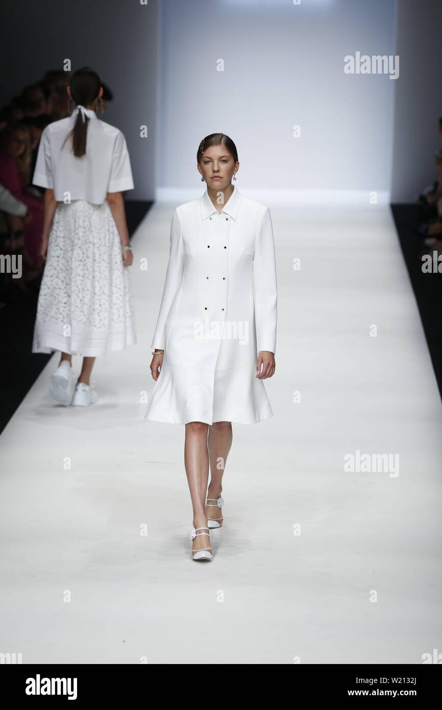 Berlin, Germany. 03rd July, 2019. The photo shows models on the catwalk with the collection spring/summer 2020 of the Designer RIANI at Mercedes-Benz Fashion Week. Credit: Simone Kuhlmey/Pacific Press/Alamy Live News Stock Photo