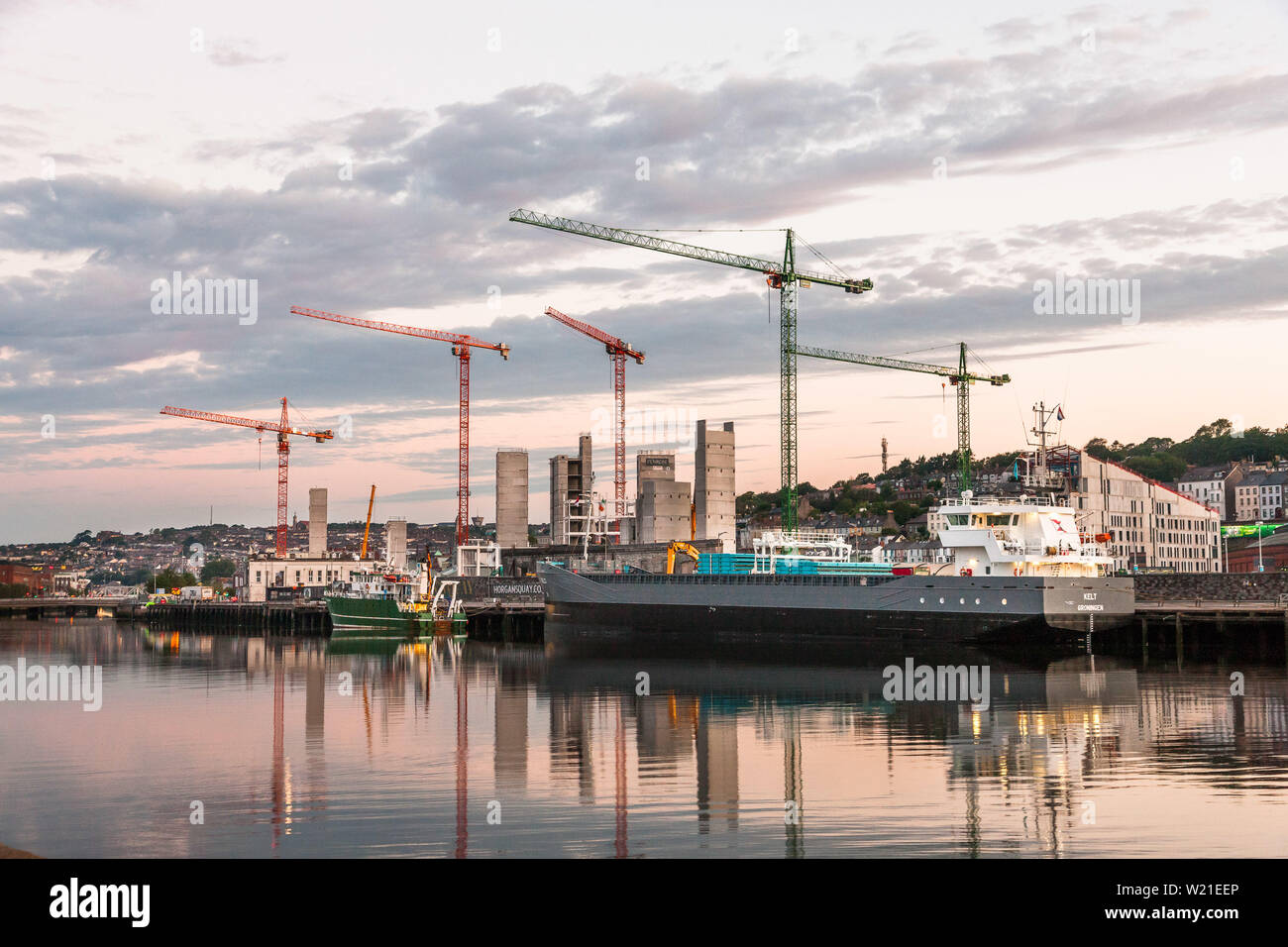 Cork City, Cork, Ireland. 05th July, 2019. A bright dry morning over the city as the general cargo ship Kelt unloads against a backdrop of new developments on Horgan's Quay and Penrose Wharf, Cork, Ireland.- Picture David Creedon / Anzenberger Credit: David Creedon/Alamy Live News - Stock Image