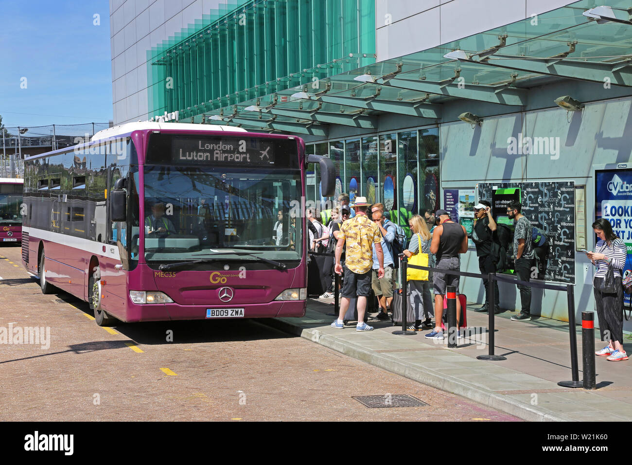 free shuttle bus luton airport parkway