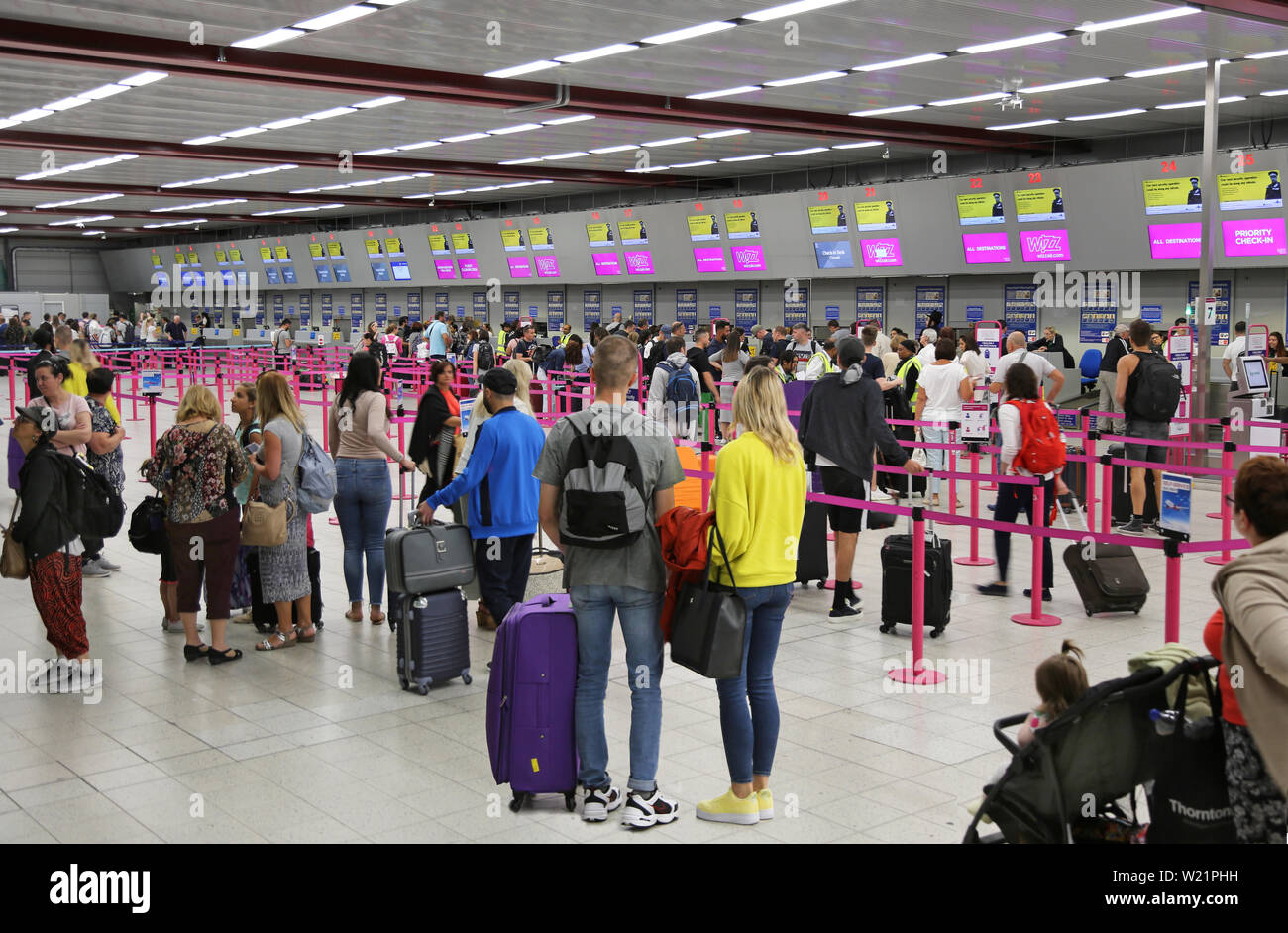 London Luton Airport Uk Check In Hall Wizz Air Passengers Queue To Check In For Flights Luton S Check In Hall Has 62 Desks In A Single Line Stock Photo Alamy