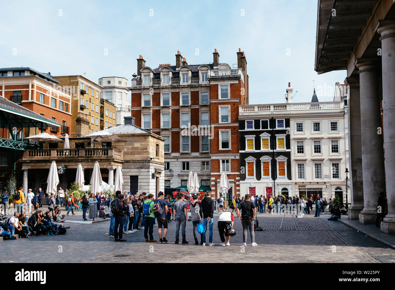 London, UK - May 15, 2019: Street performance in Covent Garden. It is one of the main attractions in London, it is known for its restaurants, the mark Stock Photo