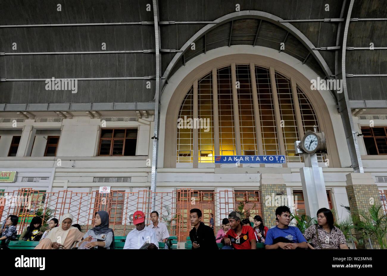 jakarta, dki jakarta/indonesia - may 05, 2010: people waiting in the concourse of kota railway station - Stock Image