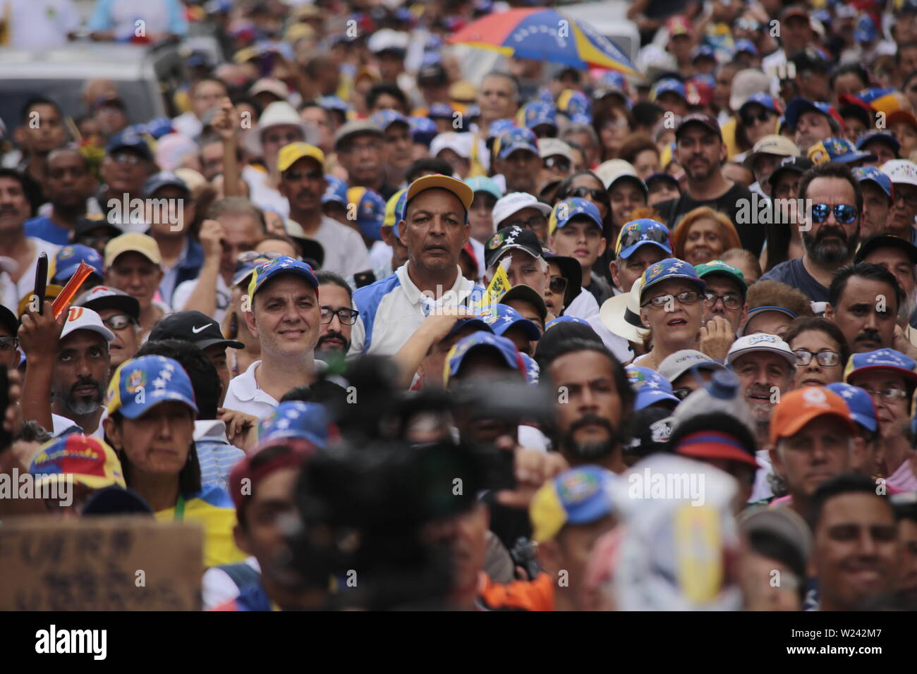 Caracas, Venezuela. 05th July, 2019. Numerous people wearing caps in the colors of the Venezuelan flag take part in a protest against the government of head of state Maduro on the day of independence from Venezuela. The opposition leader and self-appointed interim president Guaido had called on civil society to protest against the government of head of state Maduro. Venezuela commemorates on July 5 the independence of Spain in 1811. Credit: Rafael Hernandez/dpa/Alamy Live News - Stock Image