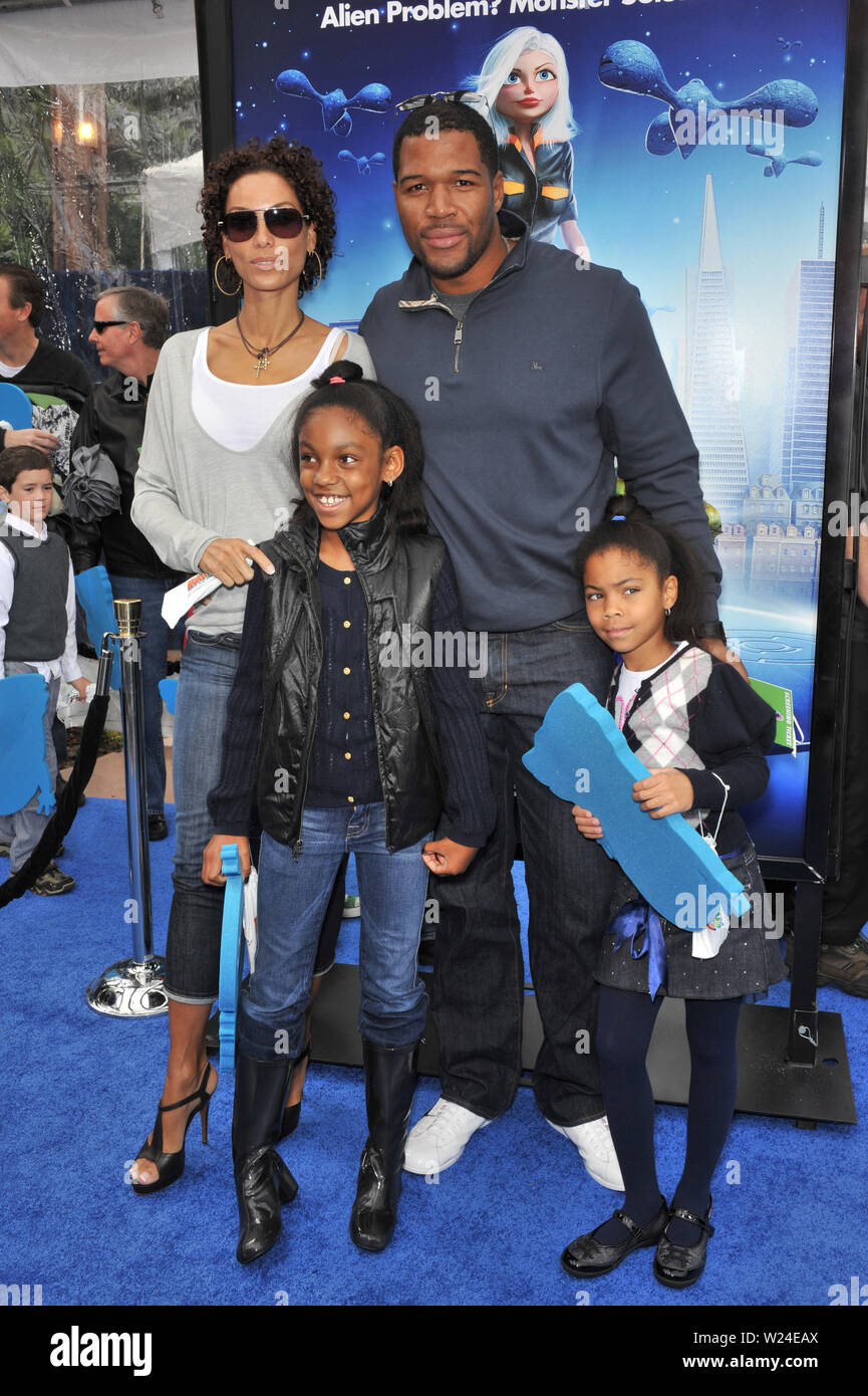 Los Angeles Ca March 22 2009 Michael Strahan Nicole Mitchell Murphy Ex Wife Of Eddie Murphy Kids At The Los Angeles Premiere Of Monsters Vs Aliens At The Gibson Amphitheatre Universal Studios But eddie murphy takes pride in his role as a father, larger than average though his family may be. https www alamy com los angeles ca march 22 2009 michael strahan nicole mitchell murphy ex wife of eddie murphy kids at the los angeles premiere of monsters vs aliens at the gibson amphitheatre universal studios hollywood 2009 paul smith featureflash image259483922 html