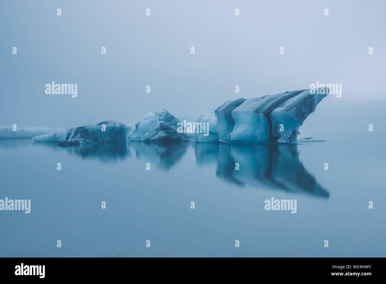 Iceland at midnight - melting icebergs from Jökulsárlón glacier Stock Photo