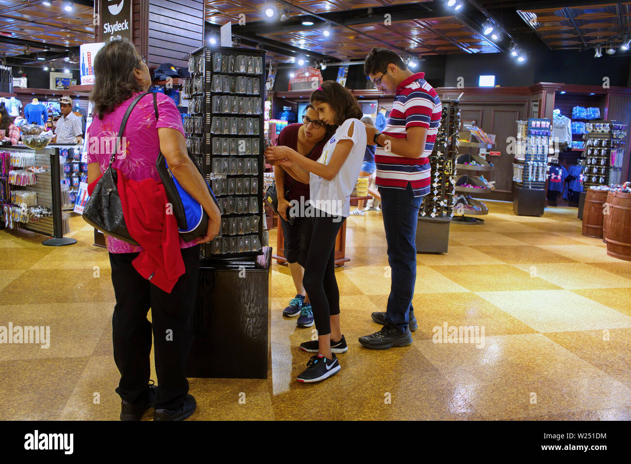 Willis Tower, Chicago, IL USA. Aug 2018. Tourists browsing for memorabilia from the gift shop. - Stock Image