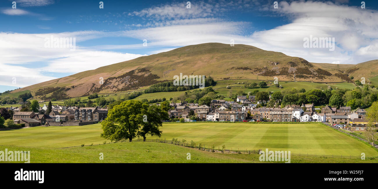 UK, Cumbria, Sedbergh, panoramic view of the town, from Sedbergh School sports field, towards Winder, Settlebeck Gill and Howgill Fells - Stock Image