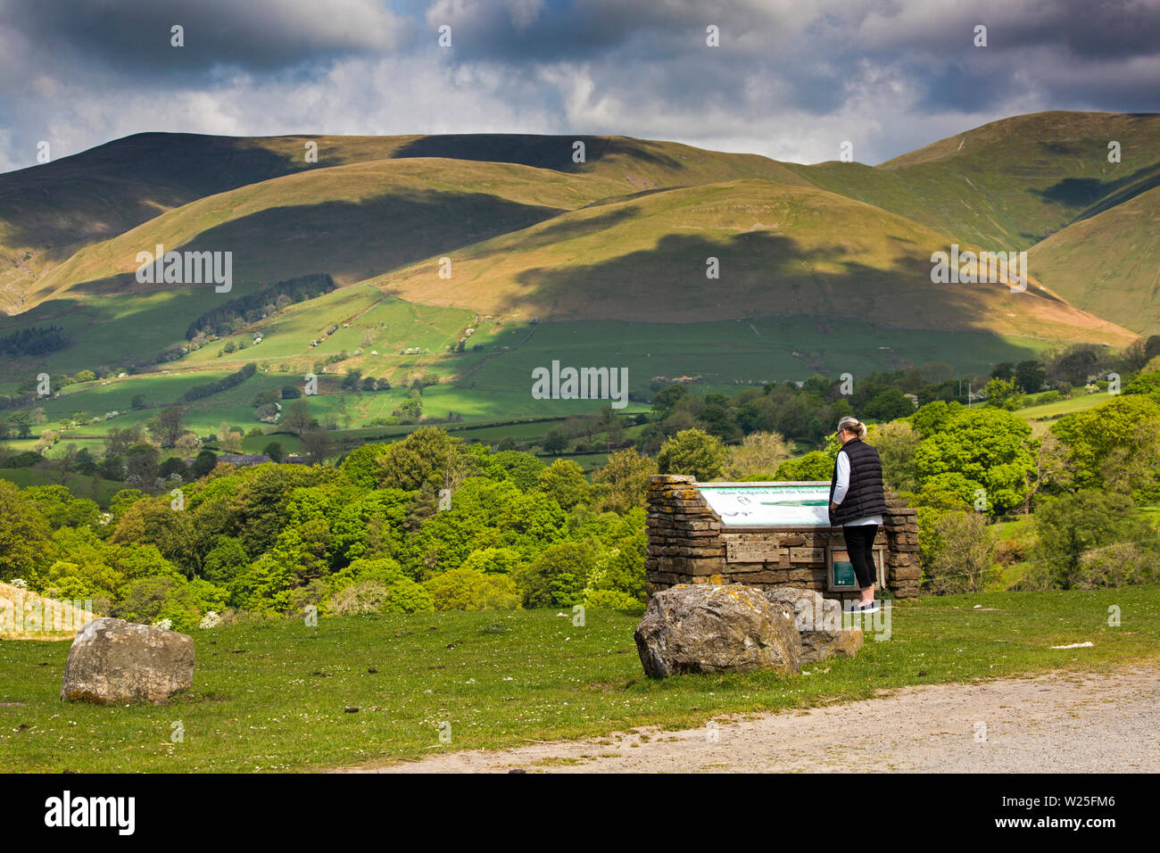 UK, Cumbria, Sedbergh, Frostrow and Soolbank, visitor at Tom Croft Hill viewpoint enjoying view of Howgill Fells - Stock Image