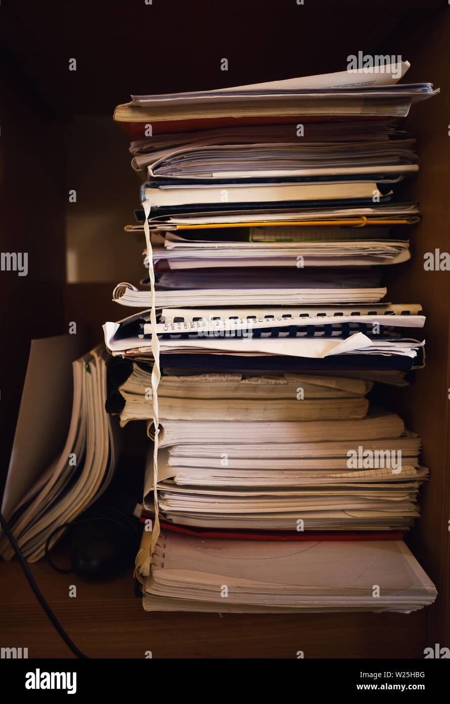 Home interior details, a lot of old notes and books in wooden closet. - Stock Image