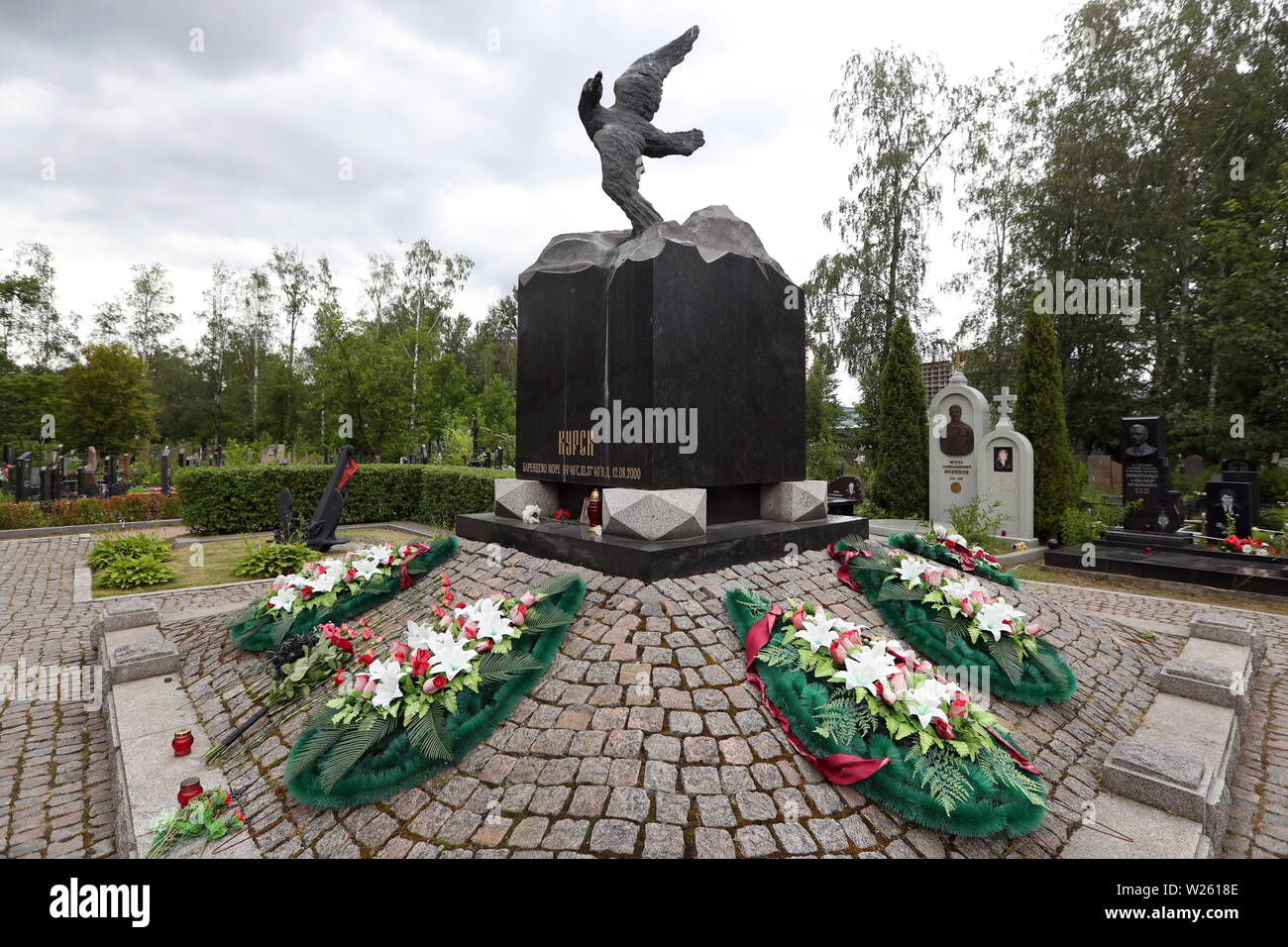 St Petersburg, Russia. 06th July, 2019. ST PETERSBURG, RUSSIA - JULY 6, 2019: A memorial to the victims of the Kursk submarine disaster at the Serafimovskoye cemetery. The Kursk nuclear-powered submarine sank on August 12, 2000, in the Barents Sea waters during Russia's naval exercises, after an explosion onboard; all 118 crew members died. Peter Kovalev/TASS Credit: ITAR-TASS News Agency/Alamy Live News - Stock Image
