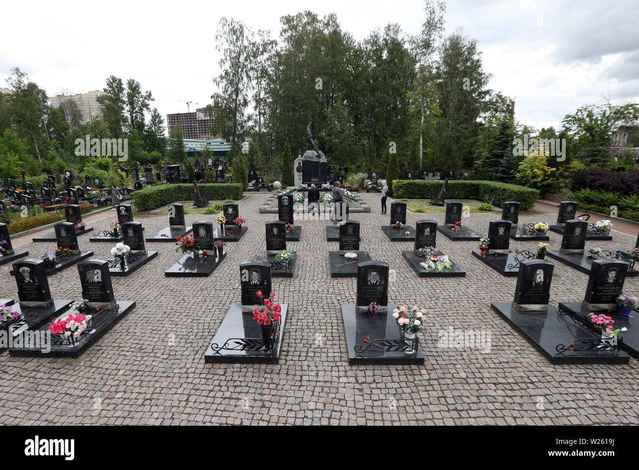 St Petersburg, Russia. 06th July, 2019. ST PETERSBURG, RUSSIA - JULY 6, 2019: The graves of the victims of the Kursk submarine disaster at the Serafimovskoye cemetery. The Kursk nuclear-powered submarine sank on August 12, 2000, in the Barents Sea waters during Russia's naval exercises, after an explosion onboard; all 118 crew members died. Peter Kovalev/TASS Credit: ITAR-TASS News Agency/Alamy Live News - Stock Image