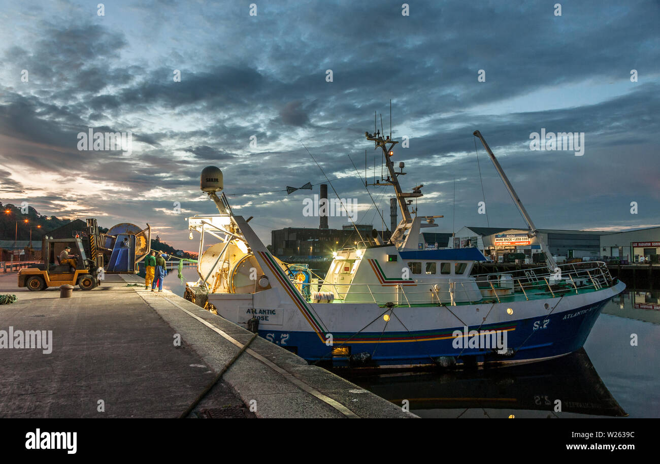 Cork City, Cork, Ireland. 05th July, 2019. Before dawn on a calm summer's morning the crew of the trawler Atlantic Rose, unload their nets on to the w - Stock Image