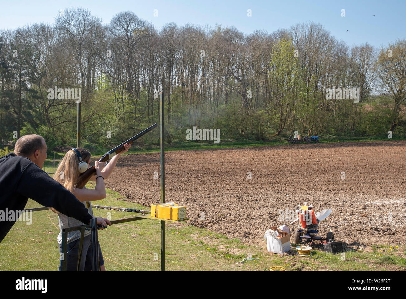 Women at a clay pigeon shoot - Stock Image