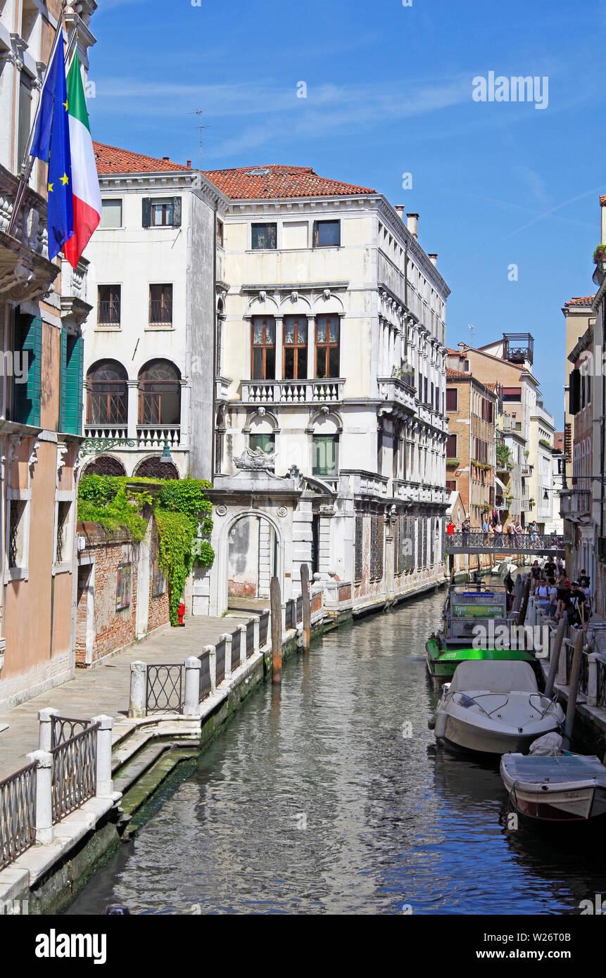 View from Ponte Cappello, on Rio Marin in Venice, the Palace in the centre is the Palazzo Gradenigo, the Ponte de la Bergama is important thoroughfare - Stock Image