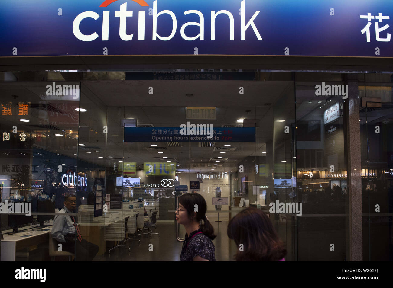 Hong Kong, China. 17th May, 2019. Pedestrians pass by an American multinational investment bank and financial services corporation Citibank or Citi branch in Hong Kong. Credit: Budrul Chukrut/SOPA Images/ZUMA Wire/Alamy Live News - Stock Image