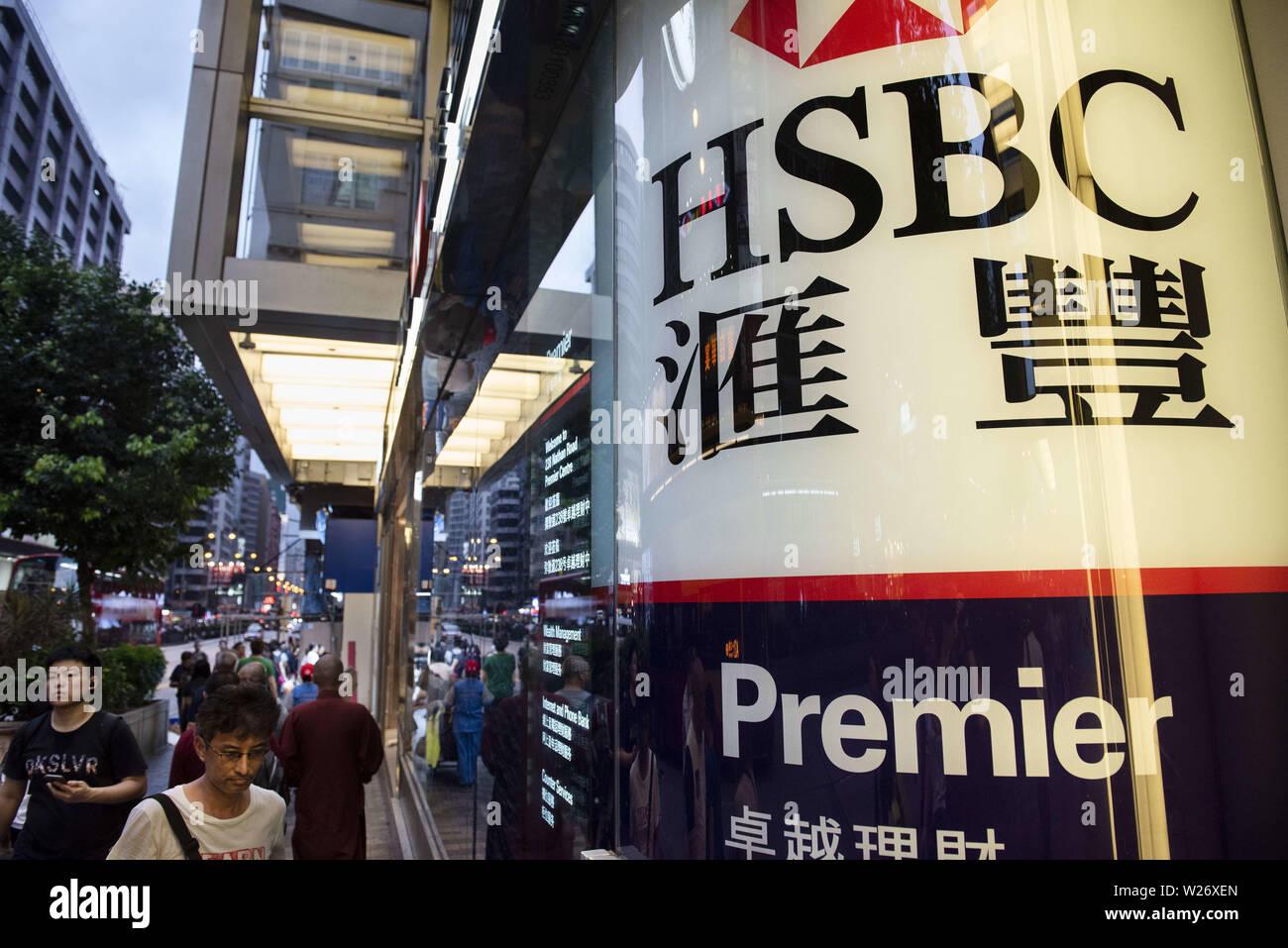 Hong Kong, China. 17th May, 2019. Pedestrians walk past a branch of HSBC bank in Hong Kong. Credit: Budrul Chukrut/SOPA Images/ZUMA Wire/Alamy Live News - Stock Image