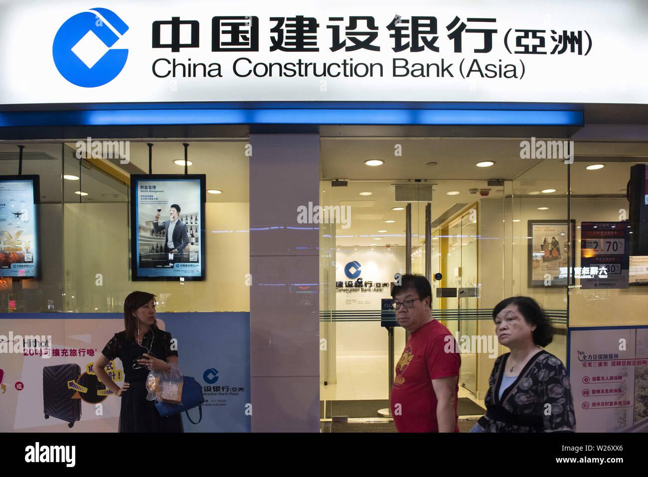 Hong Kong, China. 17th May, 2019. Pedestrians pass by Chinese multinational banking company China Construction Bank Corporation (CCB) branch in Hong Kong. Credit: Budrul Chukrut/SOPA Images/ZUMA Wire/Alamy Live News - Stock Image