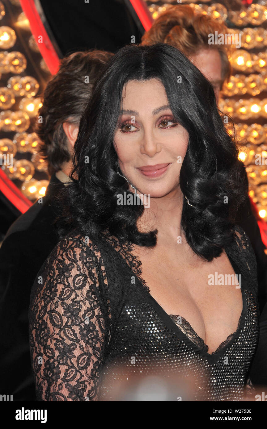 Cher Burlesque High Resolution Stock Photography And Images Alamy