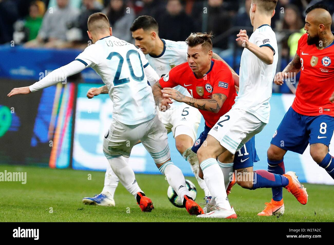 Sao Paulo, Brazil. 06th July, 2019. Chilean Eduardo Vargas (C) vies for the ball with Argentine players, during the Copa America 2019 3rd place soccer match between Argentina and Chile, at Arena Corinthians Stadium in Sao Paulo, Brazil, 6 July 2019. Credit: Sebastiao Moreira/EFE/Alamy Live News - Stock Image