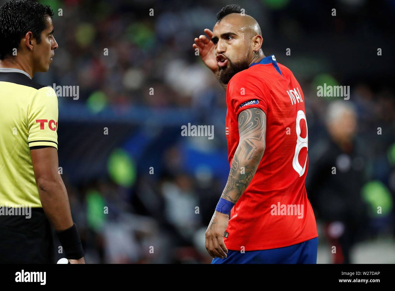 Sao Paulo, Brazil. 06th July, 2019. Chilean player Arturo Vidal argues with referee, during the Copa America 2019 3rd place soccer match between Argentina and Chile, at Arena Corinthians Stadium in Sao Paulo, Brazil, 6 July 2019. Credit: Sebastiao Moreira/EFE/Alamy Live News - Stock Image